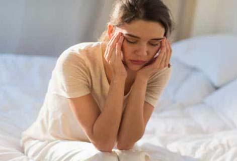 माइग्रेन का इलाज के घरेलू उपाय दवा योगा और देसी नुस्खे